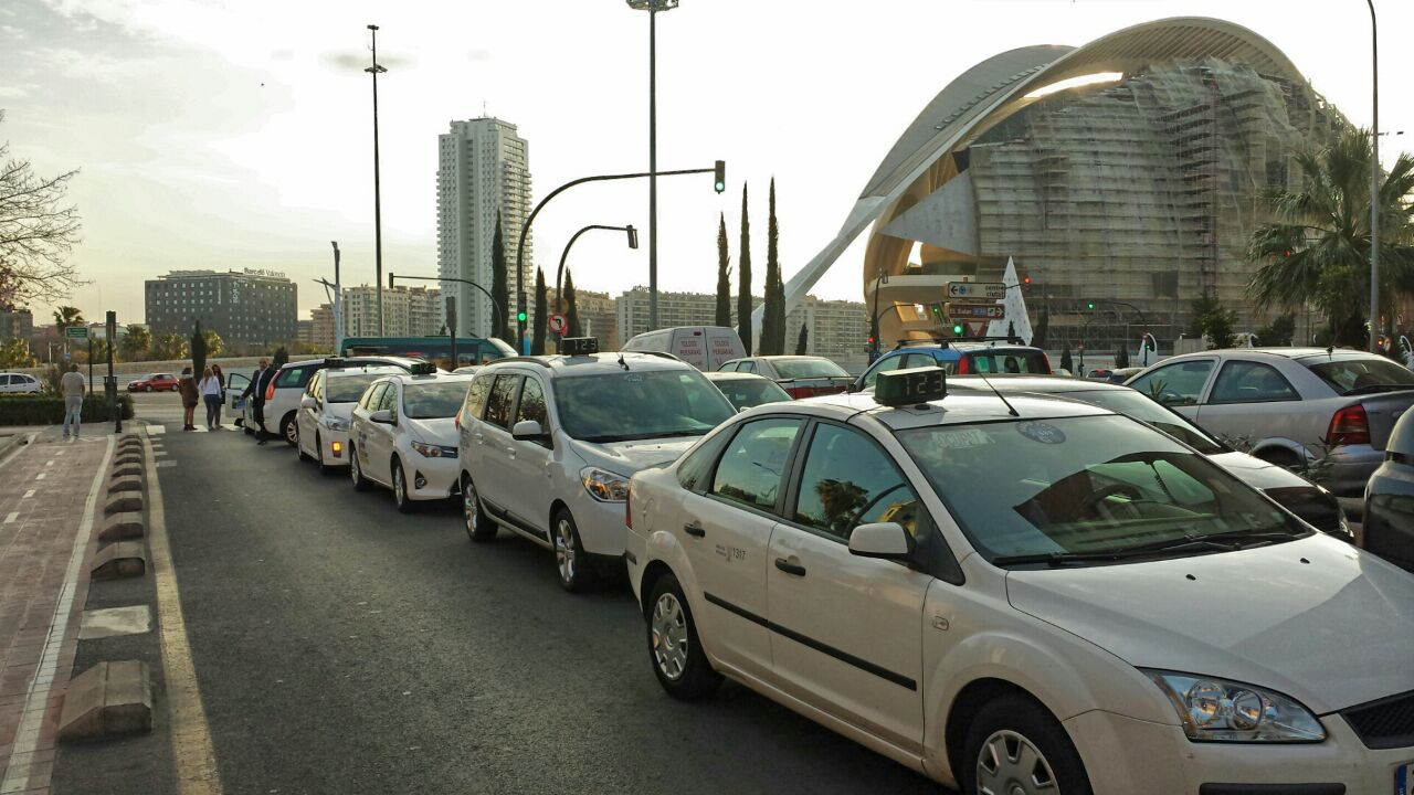 Conductores y vehículos de Radio Taxi Valencia que realizan el servicio de Junta Central Fallera